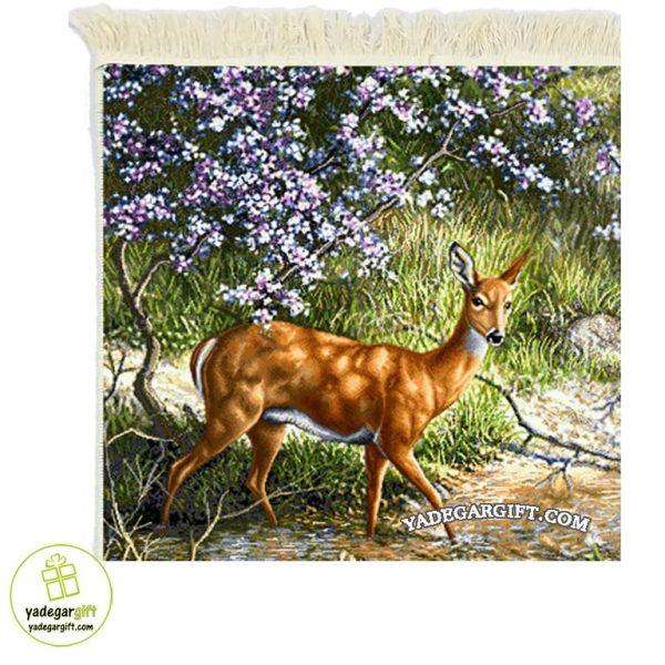تابلو فرش ماشینی طرح حیوانات آهو در باغ کد 1010