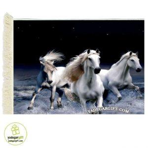 تابلو فرش ماشینی طرح حیوانات مسابقه ی اسب ها کد 1004